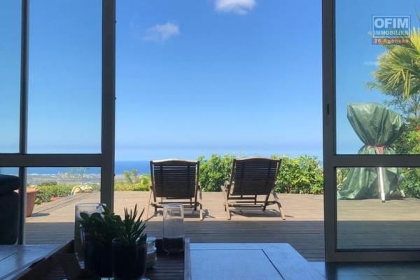 Villa avec piscine et bungalow sur terrain de 2042 m2 sans vis à vis