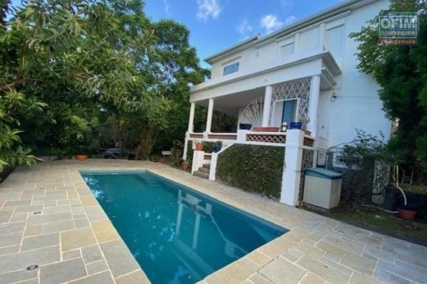 A loué villa t4/5 avec piscine, vue mer et joli jardin + 1 dépendance (studio) à la Montagne