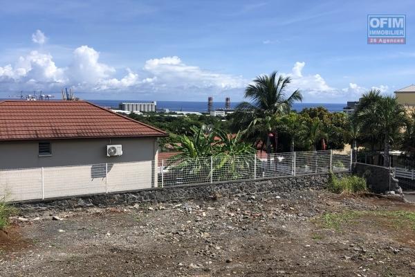 A vendre terrain plat et clôturé de 494m2 avec vue mer dans lotissement sécurisé à la possession.