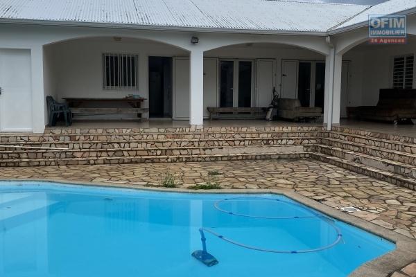 Belle villa avec de beaux volumes.