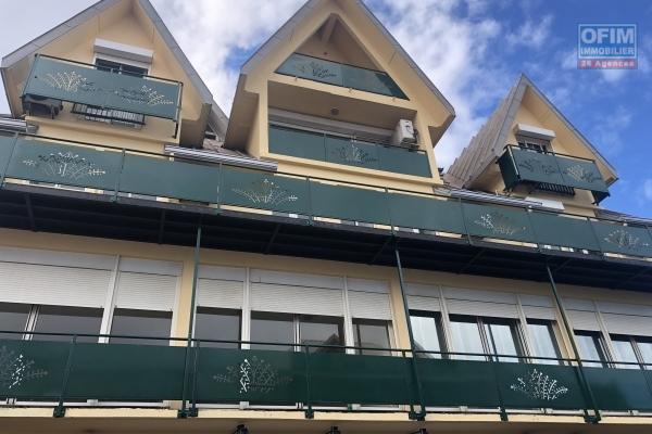 A louer un grand appartement T2 au centre-ville de Saint Denis - Carré d'Or - avec grand balcon et parking