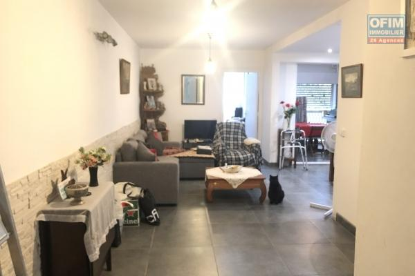 A louer bel appartement T4 avec terrasse et parking à Sainte Clotilde - Résidence L'EGLISE