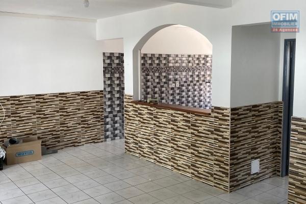 Ofim vous propose à la location cette belle villa spacieuse situé sur Saint André.