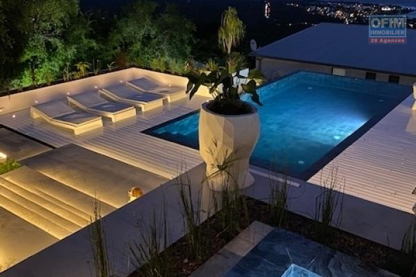 A vendre villa de type 6 haut de gamme avec piscine et jacuzzi en quartzite et vue mer imprenable aux avirons.