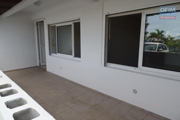 Appartement T2 RDC de 55.92 m² + une cave de 5.39 m² fermée, vue mer/parking, varangue, plein centre ville, sans nuisance sonore ni visuelle.