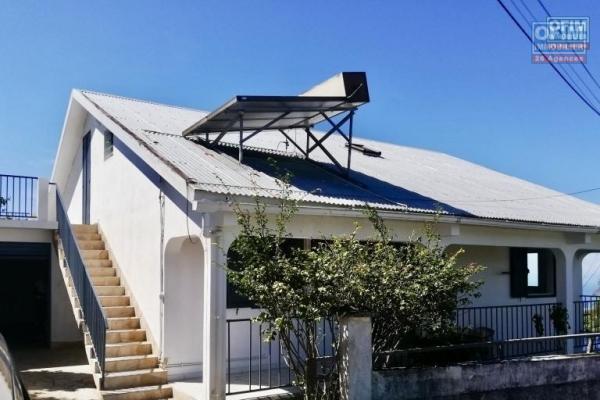 Le Tapage Grande maison de 200 m2 sur 800 m2 de terrain arboré
