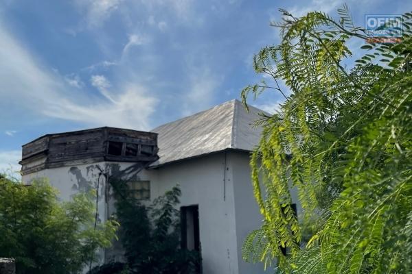 A vendre terrain à bâtir de 585 m2 situé à Le Port centre idéal promotion.
