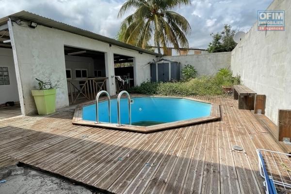 A vendre maison de type 5 avec piscine dans la zac 2 au port