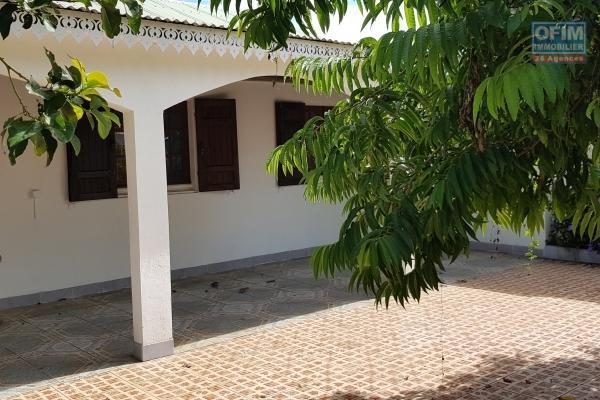 OFIM vous propose une Villa F3/F4 au calme au fond d'une petite impasse sur terrain de 367 m2 à Saint Pierre