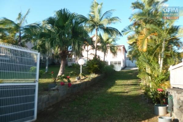 a louer villa F6/7 au bernica, situation impasse calme, cour et jardin arboré, de beaux volumes