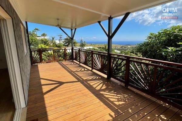A vendre maison appartement de type 4 avec terrasse et vue mer imprenable à fleurimont st-paul.