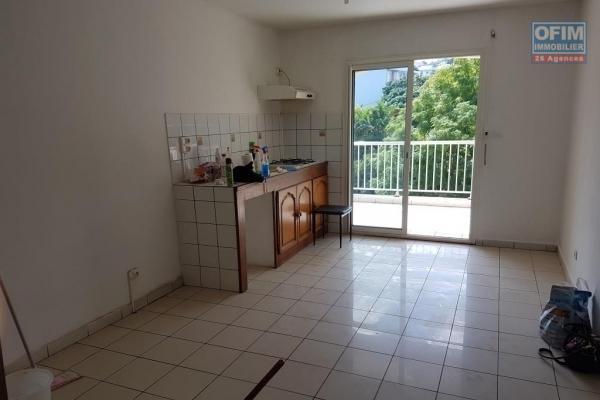 A louer joli appartement de type F2 d'environ 55 m² situé au centre ville du Tampon