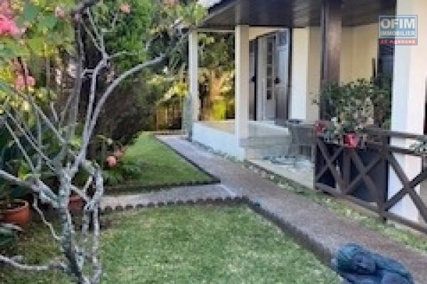 A louer très charmante villa meublée de type F4/5 sur le secteur de Saint Denis Montgaillard quartier résidentiel.