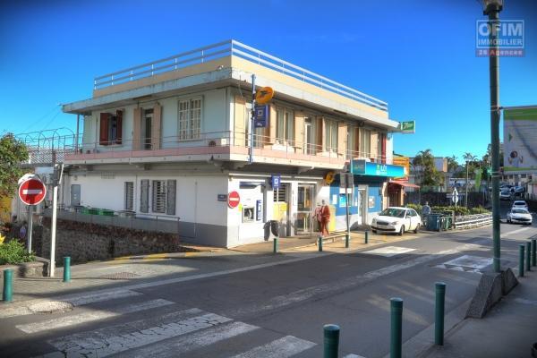 Immeuble Commercial et habitation centre ville de Trois Bassins