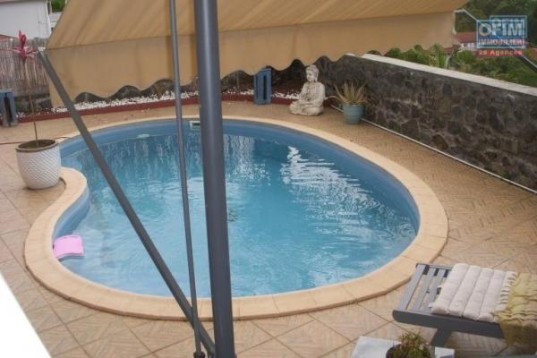 VILLA F4 avec piscine sur le bas de la Possession ( Boeuf mort )