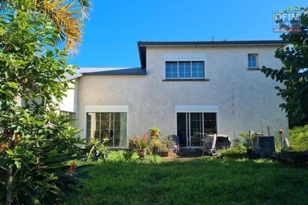 A vendre villa jumelée d'environ 91 m² sur un terrain d'environ 600 m² à la Ravine des Cabris