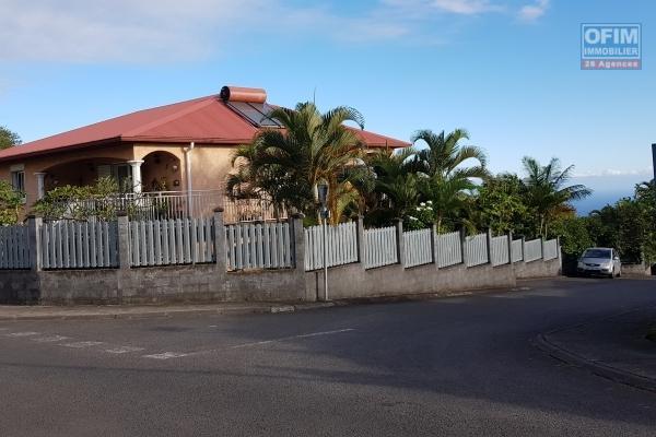 Splendide Villa F4 150 m2 + T2  quartier résidentiel au TAMPON