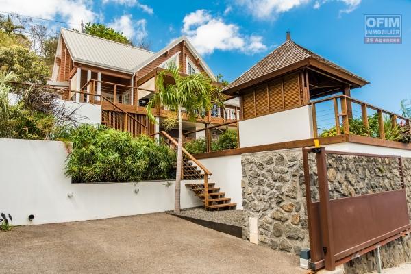 A vendre belle villa en bois avec piscine et vue mer à la possession