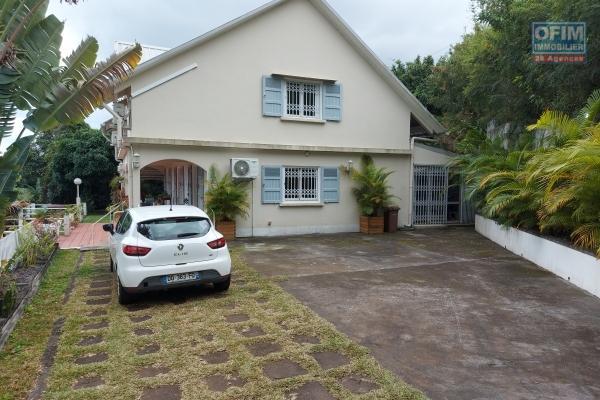 A vendre très belle villa de 220 m2 habitable sur un terrain de 1000 m2 à la montagne