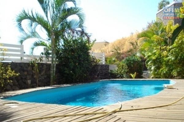 A louer villa F5 avec piscine sur le bas de la Possession ( Lot. CARRE BLEU )
