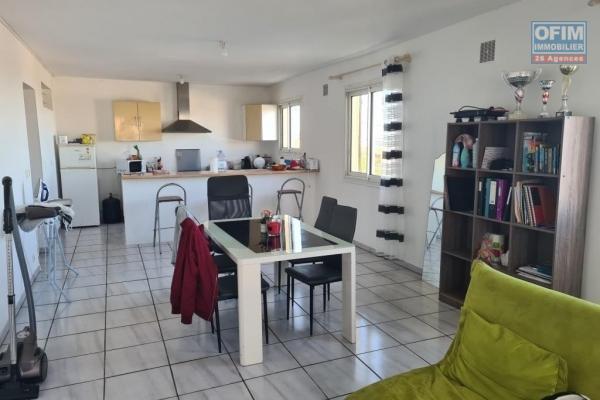 A louer joli appartement de type F3 d'environ 70 m² proche centre ville au Tampon
