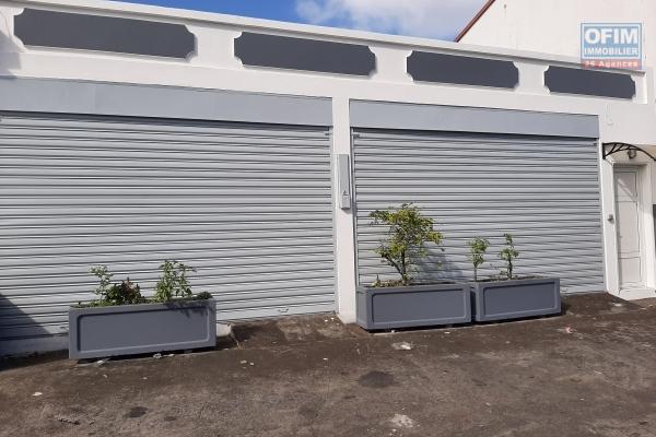 A Louer Local commercial de 75 m² fonctionnel avec vitrines et parkings sur avenue principale de Saint-André