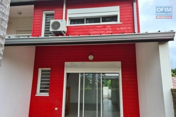 A louer joli appartement duplex avec jardinet de type F3 d'environ 62 m² proche centre ville le Tampon