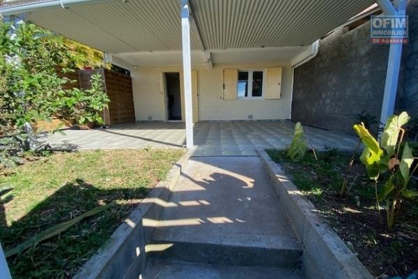 A louer petite maison de 29 m2 avec grande varangue et jardin à La Montagne