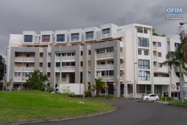 A louer un grand appartement T2 avec terrasse et parking à la Trinité, résidence Arcadine