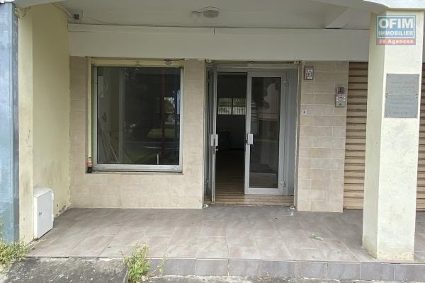 A louer Local professionnel ou commercial de 30m2 sur Saint-Benoit centre ville à 650 euros