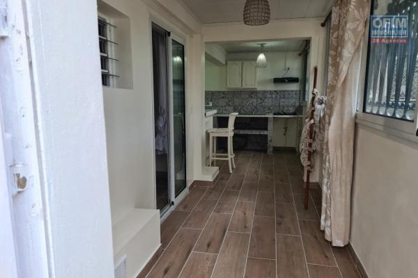 A louer magnifique et grand appartement neuf ( MEUBLE ) d'environ 47 m² au centre ville du Tampon
