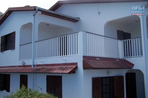 A louer jolie villa jumelée de type F4 d'environ 98 m² au Petit Tampon