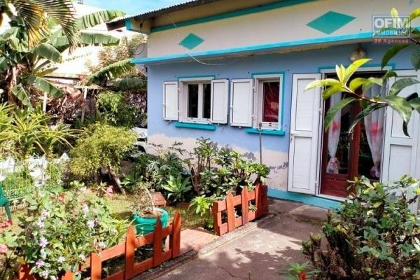 Maison F4 bâtie sur 470 m2 de terrain centre ville Ravine des Cabris